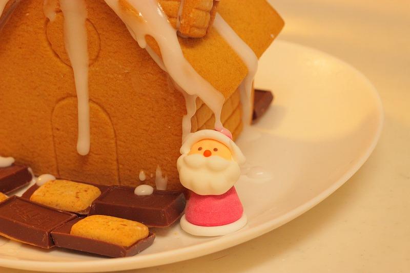 """組み立てるだけで""""お菓子の家""""に!無印良品、クリスマス限定「ヘクセンハウス」と「クリスマスツリー」"""